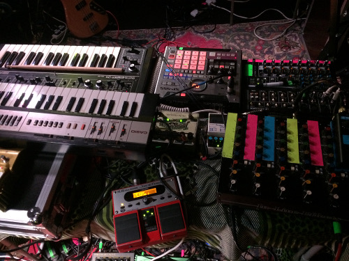 Snapped Ankles Table of Synths